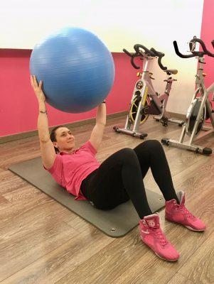 exercice abdos avec ballon