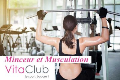 belle-femme-forme-musculation-exercice-musculation-fitnesst-exercice-fitness